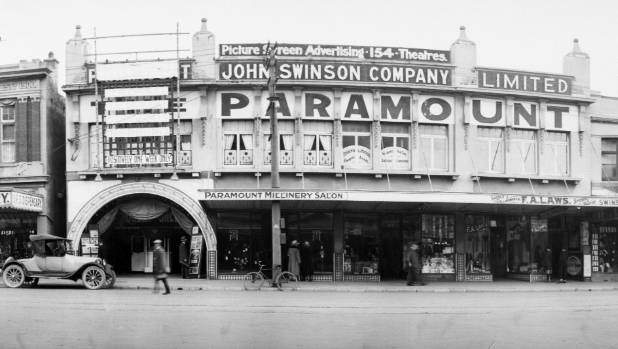 The Paramount Theatre - built in 1917 - in 1923. Photo: Alexander Turnbull Library Ref: PA6-017