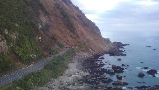 Photo of the landslide at Ohau Point from the article