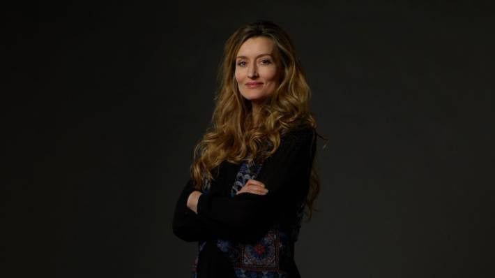 natascha mcelhone on juggling acting and solo-parenting