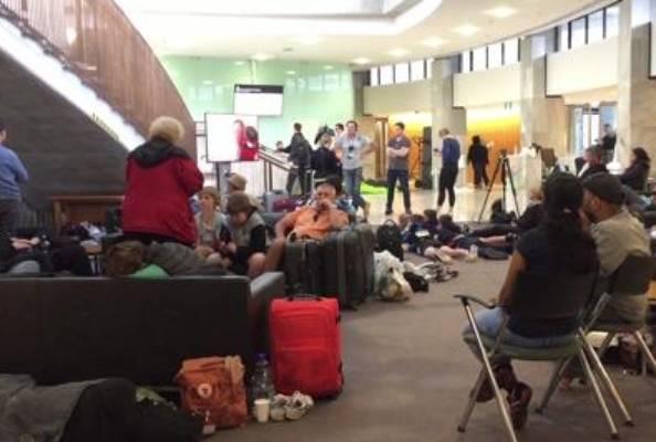 Quake rattled seek shelter at parliament.