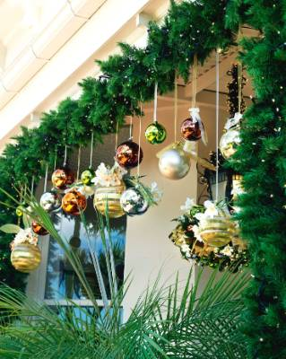 Traditional Home Garden Decor With Flower Planning An Outdoor Xmas Check Out These Al Fresco Decoration Ideas