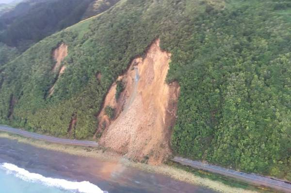 Earthquake road damage State Highway 1.