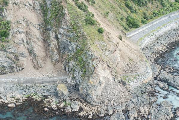 The major route from Christchurch to Kaikoura is impassable.