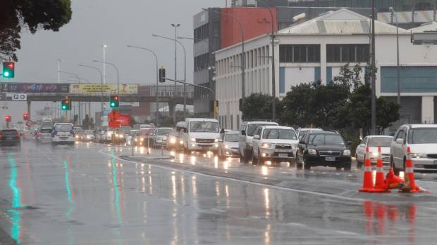 Torrential rain combined with  areas of Wellington cbd being closed off after Monday's earthquakes is making the commute ...