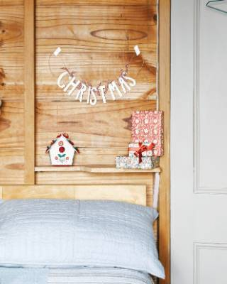 Away from family this Christmas? This simple yet chic approach to decorating will be sure to boost your spirits.
