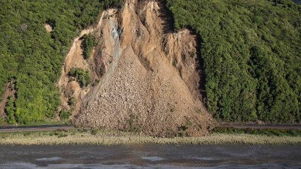 The quake damage on the roads connecting Kaikoura became clear as day broke on Monday morning.