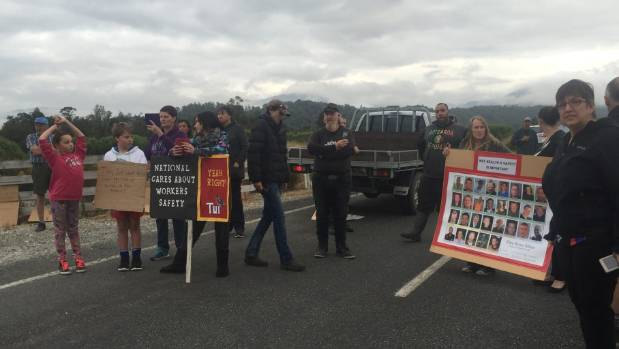 Pike River families and supporters protest the mine being sealed and ask contractors to down tools.