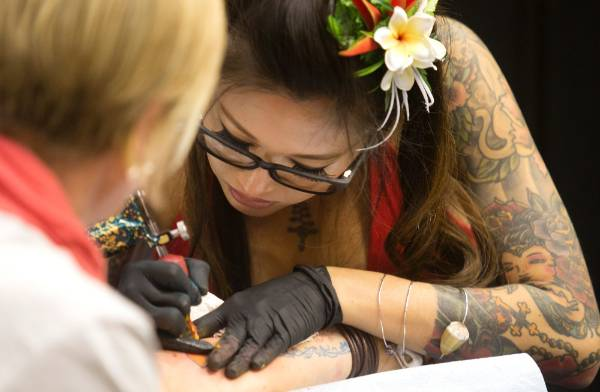 Artist Marie Makowski From Hawaii Brought A Touch Of Pacific Island Style To The Nz Tattoo