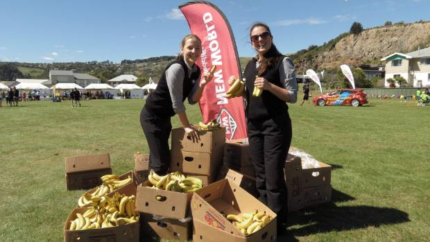 Bella Pownall (left) and Gemma Wylie from New World Redcliffs handed out bananas to competitors arriving at the finish line.