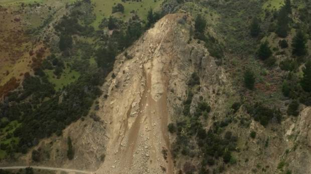 A digger balances on the top of the Awatere Valley Rd slip.