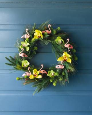 A summer Christmas surely merits a summer wreath? Go tropical with flamingoes, and green and yellow foliage.