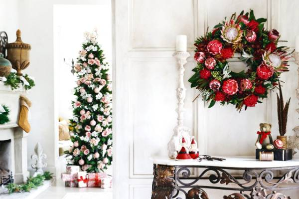 Instead of the traditional tinsel and baubles; faux, or real, flowers create a pretty look.