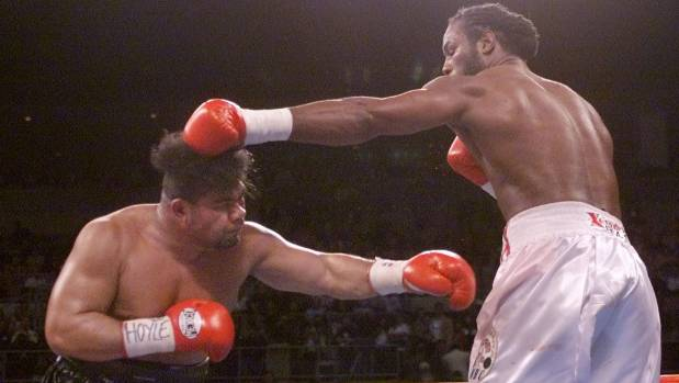 David Tua is kept at a distance by Lennox Lewis in their world title fight in Las Vegas in 2000.