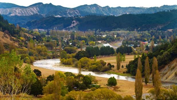 The Whanganui river, here winding through Taumarunui.