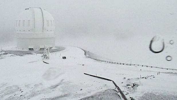 Sixty centimetres of snow has already fallen on Hawaii's mountain peaks, with more forecast.
