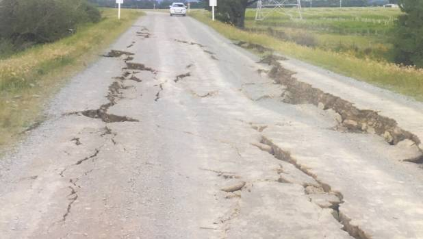 Cracks on the road on top of the Wairau Diversion stopbank.