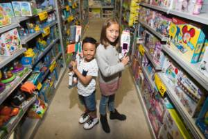 Toy experts Kyle Calubaquib, 7, and Ayla Maihi, 11, tell us their top picks for Christmas.