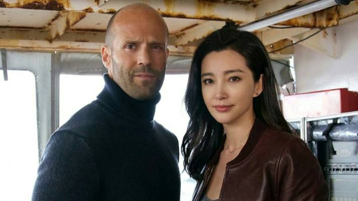 here be sharks behind the scenes of meg the jason statham giant