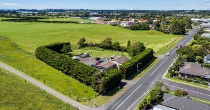 In off-peak traffic, 47 Constable Rd, Waiuku, is a 55 minute drive from Auckland CBD.