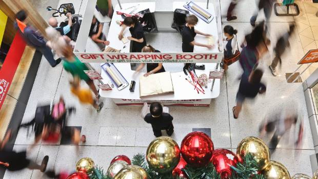 Late shoppers venture out on Christmas Eve