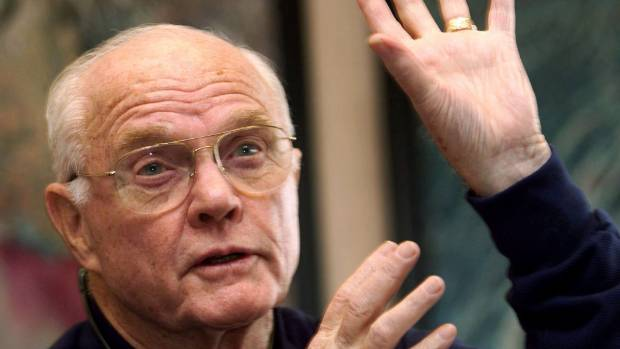 Pioneering astronaut John Glenn dies