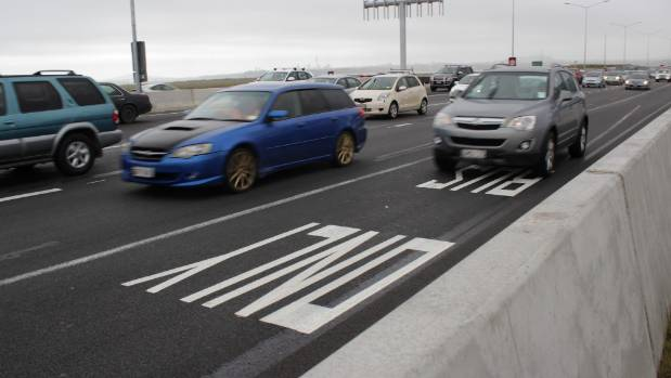 Cars have been using this bus lane on Auckland's Northwestern Motorway to skip past traffic.