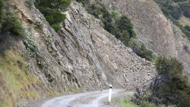 A slip blocking Awatere Valley Rd.