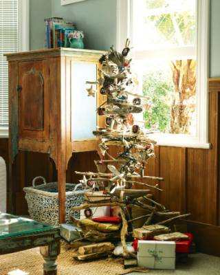 The Owens' driftwood Christmas tree.