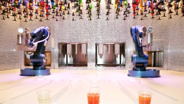Bionic Bar mixes drinks using two robots on Ovation of the Seas.