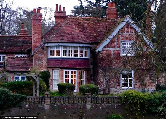 George Michael S Country House In Oxfordshire Where He D Was Alongside The Thames River