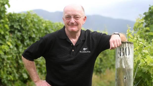 Writer Oz Clarke says snobs can't stand sauvignon blanc.