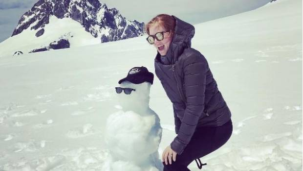 The snow-capped mountains of Queenstown have drawn a visit from Australian actress Isla Fisher.