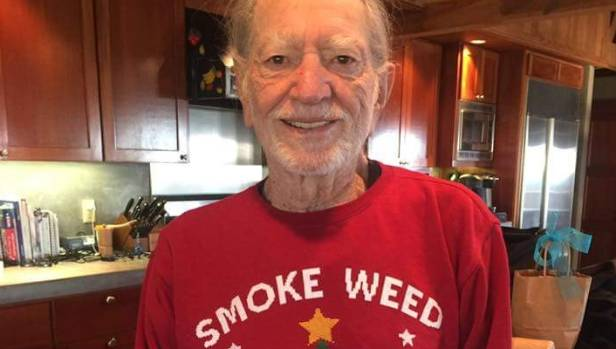 Snoop Dogg gave Willie Nelson the dopest Christmas present