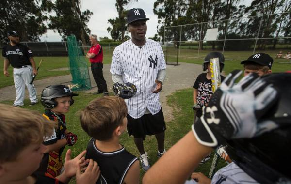 Didi Gregorius chats with his young fans.