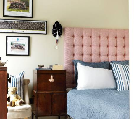 A pale pink headboard provides a needed bit of colour in this teenager's room.