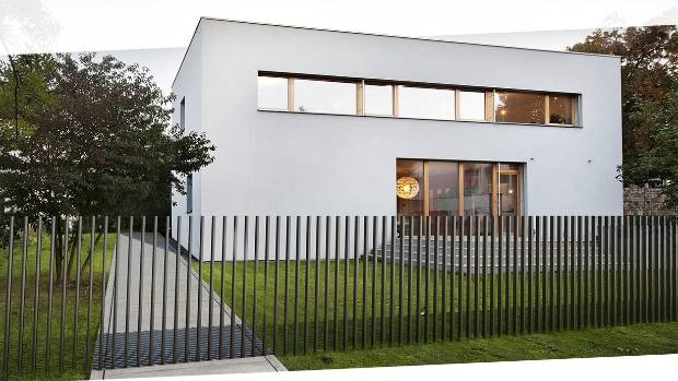Retractable Fence Disappears Into The Ground In Just Five