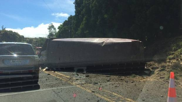 The driver of a rubbish truck which blocked the Kaimai Ranges is expected to face charges.
