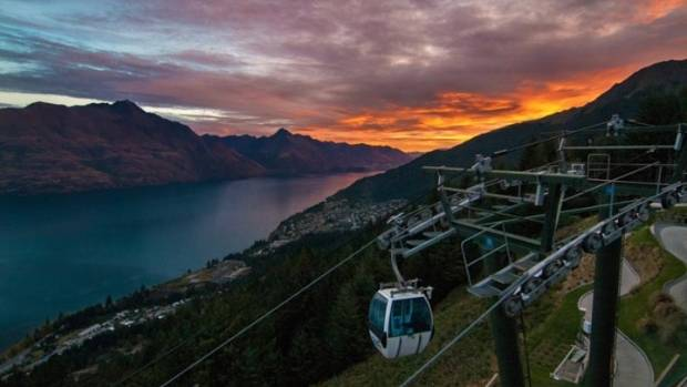 Queenstown´s Skyline and the views of sunset