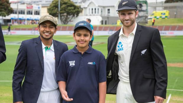 Gaurav Navalkar, 11, flanked by Bangladesh captain Mushfiqur Rahim and Black Caps captain Kane Williamson.