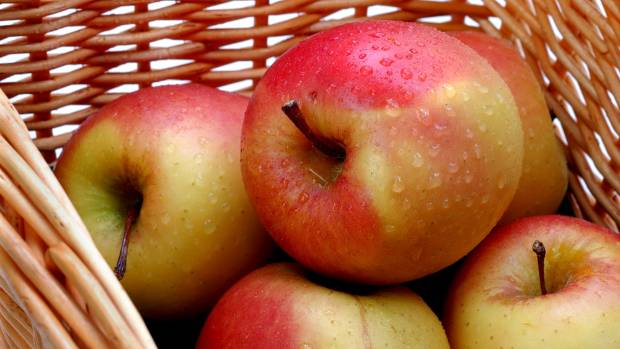 Bad timing of seasons means New Zealand's experiencing an apple shortage.