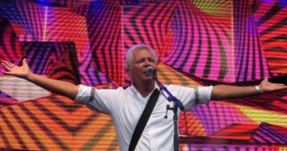 Gibbston Valley Summer Concert Tour 2017 had a crowd of 16,000 people and was a sell-out concert. Icehouse on stage.