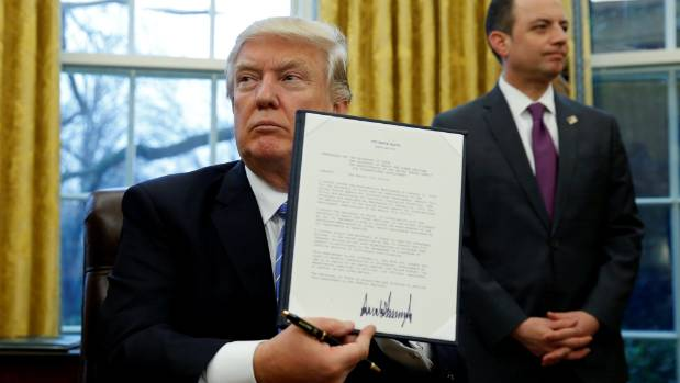 US President Donald Trump signed an executive order to withdraw from the TPP.