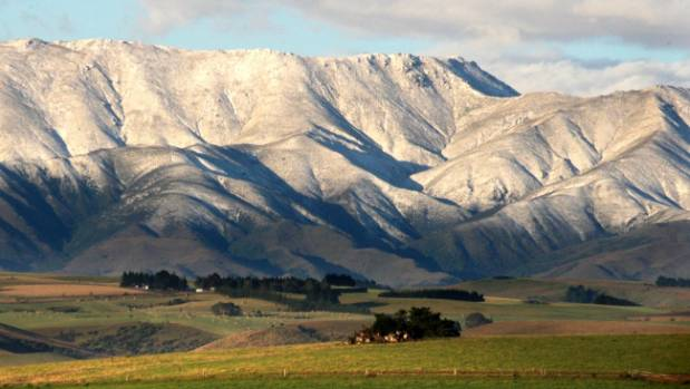 Snow is expected to fall in parts of Canterbury and Otago this weekend.