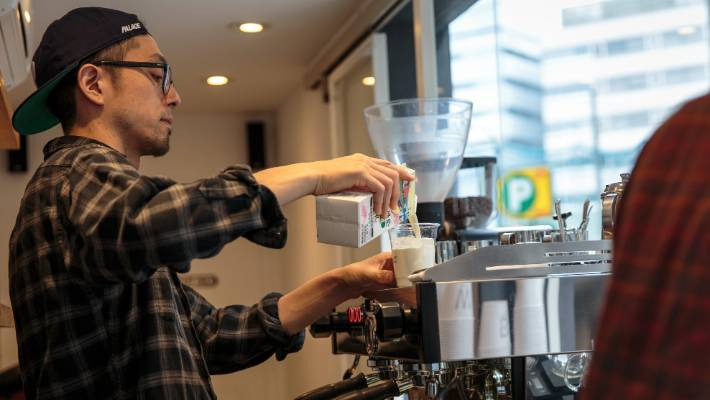 how to ask out a male barista