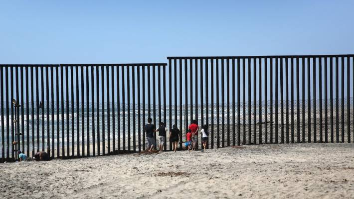 Mexico Border Wall What It S Like To Cross The Border