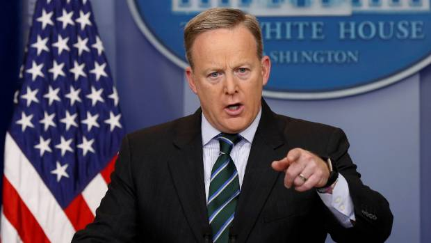 SNL uses Melissa McCarthy to mock Trump press secretary Sean Spicer