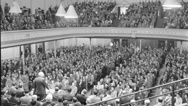 Crowds inside the Town Hall for a protest meeting to discuss the All Blacks' 1960 tour of South Africa.