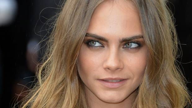 A Rimmel advert starring Cara Delevingne has been pulled after viewer complaints.