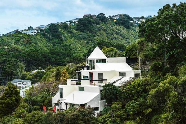 House of the week sir ian athfield wellington house for Wellington house designs