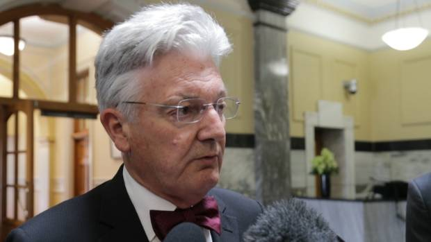Associate Health Minister Peter Dunne has come in for some criticism and needs to smarten up on the health properties of ...